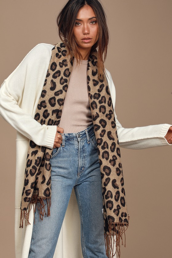 Get a cool-girl cozy look with the Lulus Wild Love Leopard Print Knit Scarf! A snuggly knit, in a classic brown and black leopard print, shapes this large scarf with matching fringe trim! 72\