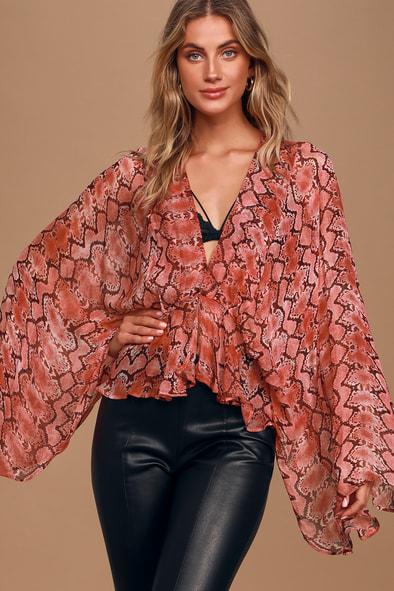 Band of Gypsies Vacanes Red Snake Print Sheer Kimono Sleeve Top