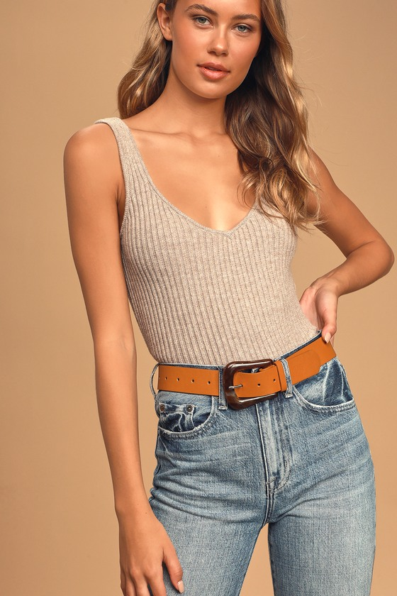 Bring your trendy look together with the Lulus Finishing Touch Brown and Tortoise Belt! This cute vegan leather belt features a chunky acetate tortoise buckle. Pair with dark wash denim and a cream top for a laid back look! 43. 5\