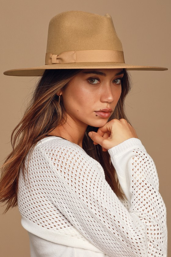 The Lack of Color Teak Rancher Light Brown Fedora Hat was designed to stand out! Stiffened wool shapes this vintage-inspired hat with a classic fedora silhouette, ribbon trimmed brim, and matching tonal grosgrain ribbon band. Pair with a cute layered necklace and white dress for a full look! Smallest hat measures 3. 75\