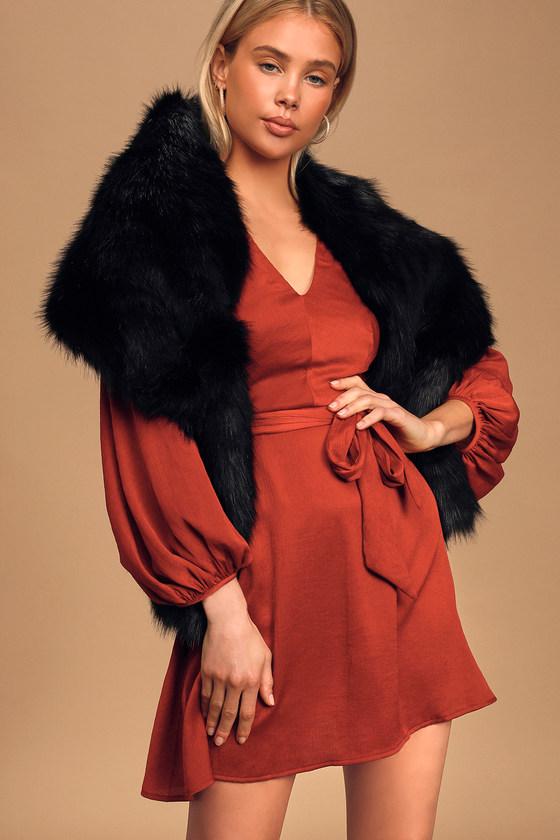 1920s Shawls, Wraps, Scarves, Fur Stoles Demure and Dreamy Black Faux Fur Stole  Lulus $48.00 AT vintagedancer.com
