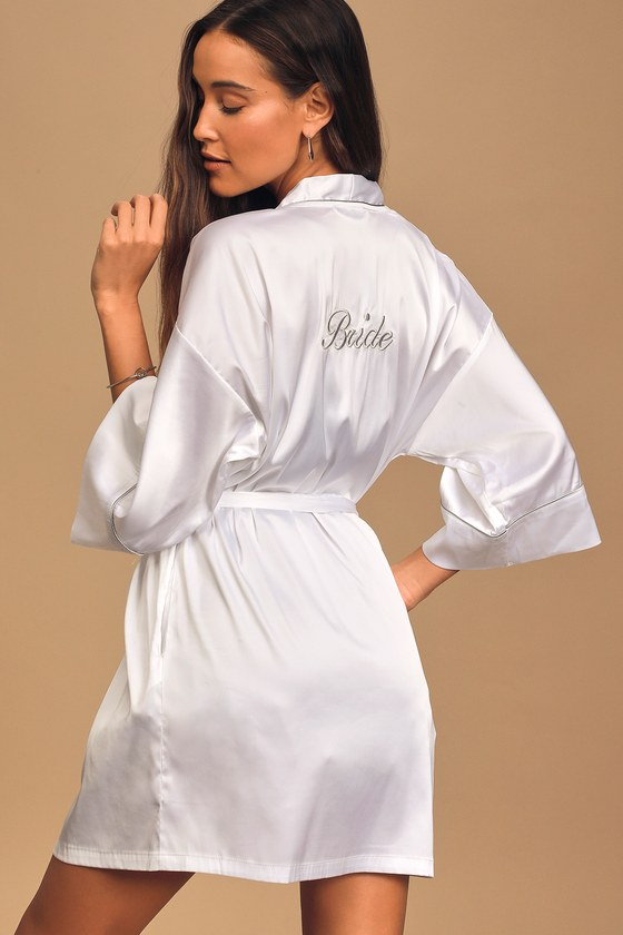 Kiss The Bride White Embroidered Satin Short Robe