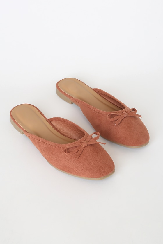 The Darcie Mocha Suede Flats will put a little extra pep in your step! These sweet, mule-inspired flats feature a vegan suede construction (with rosy undertones), a squared-off toe, and dainty bow detail at the vamp. You\'ll want to wear these cute shoes year-round, thanks to their versatility and easy to wear slide-on design! Fit: This garment fits true to size. 0. 5\