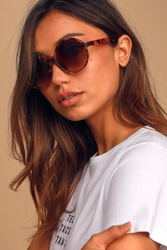 Get in on the round sunnies trend with the Lulus Just for Kicks Tortoise Round Sunglasses! These chic sunglasses feature brown tortoise frames in a slightly oversized, round design, that house brown-tinted, gradient lenses. Frames measure 5. 5\