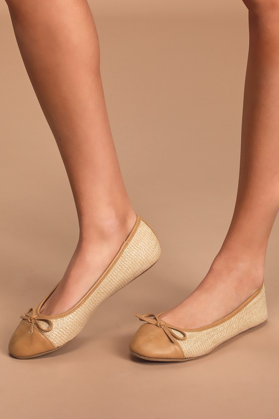 The Imogene Tan and Beige Woven Flats can go from the office to happy hour with confidence and style! Woven straw shapes these cute ballet flats with a round cap toe upper, decorative bow on the vamp, and a slip-on silhouette. Contrasting tan vegan leather accents the toe, outline, and stripe at the back for chic finish! Fit: This garment runs small - please size up. 0. 25\