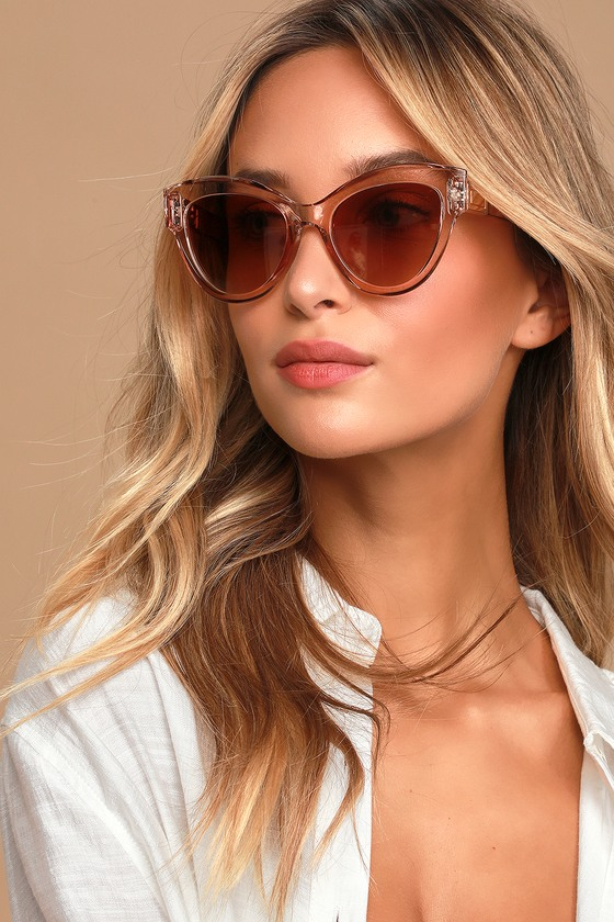 You\\\'re going to need the Lulus Bright Future Clear Brown Oversized Sunglasses for where you\\\'re going! Slightly chunky and oversized frames shape these cool transparent brown sunglasses with gradient brown lenses. Frames measure 5. 75\\\