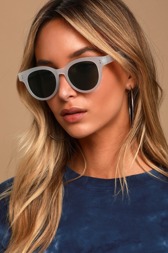 The Lulus See It Through White and Green Round Sunglasses are determined to create the perfect look just for you! These cute sunnies feature lightweight frames, in a transparent white hue, that house round, tinted green lenses. Frames measure 5. 75\\\