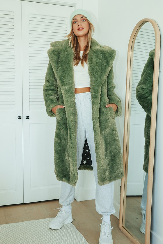 Your look deserves a luxe touch and that\\\'s exactly what you\\\'ll get with the Avec Les Filles Stepping Out in Style Green Faux Fur Long Coat! Plush faux-fur shapes this chic coat that has an oversized, collared neckline with notched lapels and long sleeves. The longline silhouette has a single-breasted closure (with tortoise buttons) and twin welt pockets. Fit: This garment fits true to size. Length: Knee Length. Size small measures 39\\\