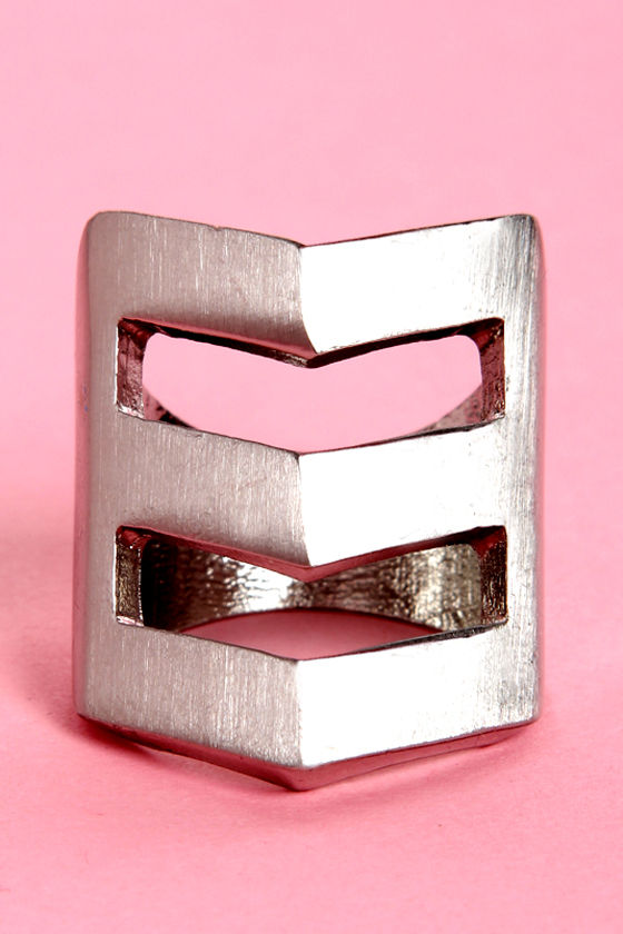 Bonus Points Silver Chevron Ring at Lulus.com!