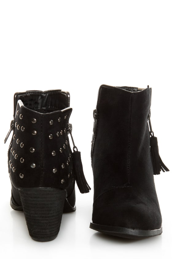 Dollhouse Mayday Black Studded Ankle Boots at Lulus.com!