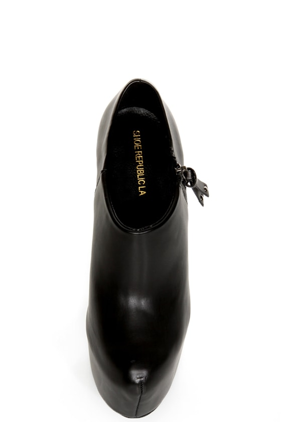 Shoe Republic LA Altitude Black Super Platform Booties at Lulus.com!