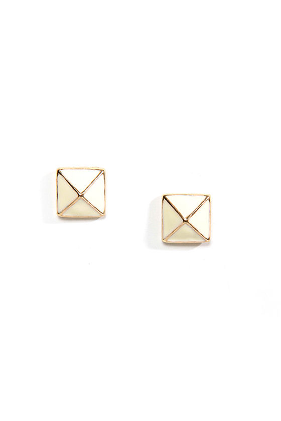 Luxor Charm Cream Pyramid Earrings at Lulus.com!