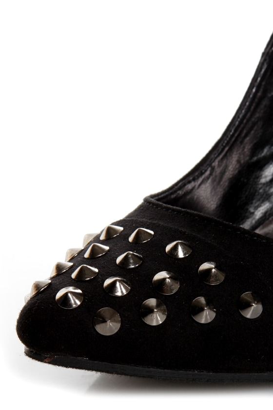 Holly 31 Black Studded Cap-Toe Pointed Pumps