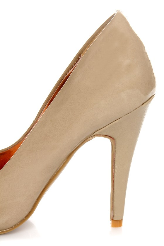GoMax Ashland 01Z Tan Patent Pumps