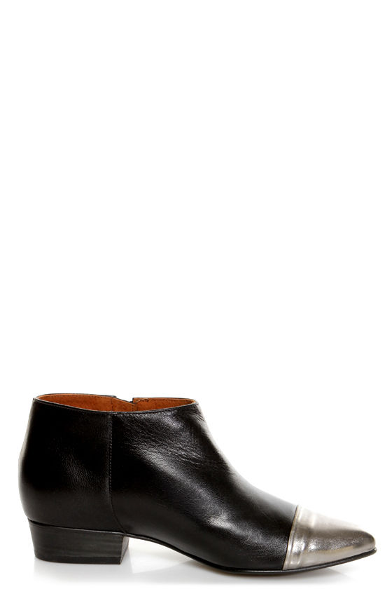 Sixtyseven Enrica Lake Black Cap-Toe Winklepicker Ankle Boots at Lulus.com!