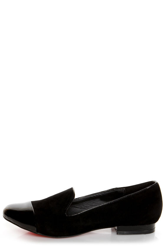 Crown Black Cap-Toe Smoking Slipper Flats at Lulus.com!