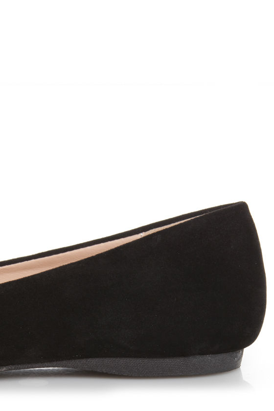 Mixx Shuz Ian Black Gold-Toed Pointed Flats at Lulus.com!