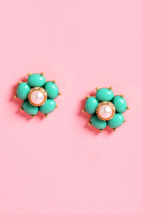 Cluster Posy Green Earrings at Lulus.com!