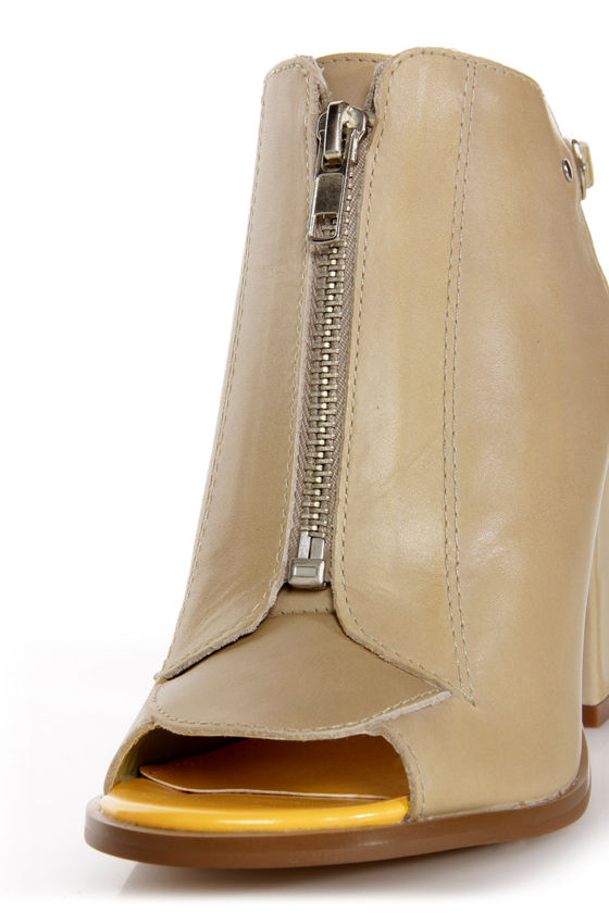 Kelsi Dagger Giulia Light Grey Vachetta Slingback Slide Heels at Lulus.com!