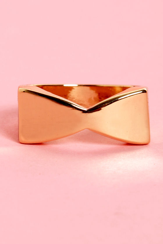 Tie-ny Toons Gold Bow Ring at Lulus.com!