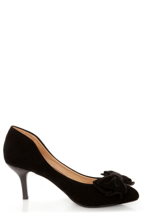 Restricted Sofia Black Bow-Topped Pointed Pumps at Lulus.com!