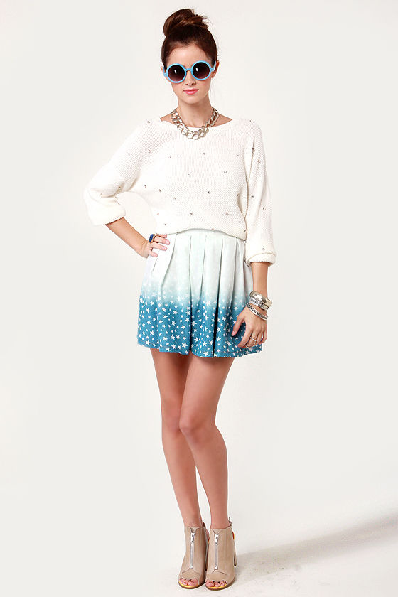 Rise to Starred Ombre Star Print Chambray Skirt at Lulus.com!