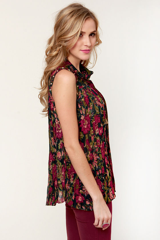 Girl Band Studded Floral Print Top at Lulus.com!