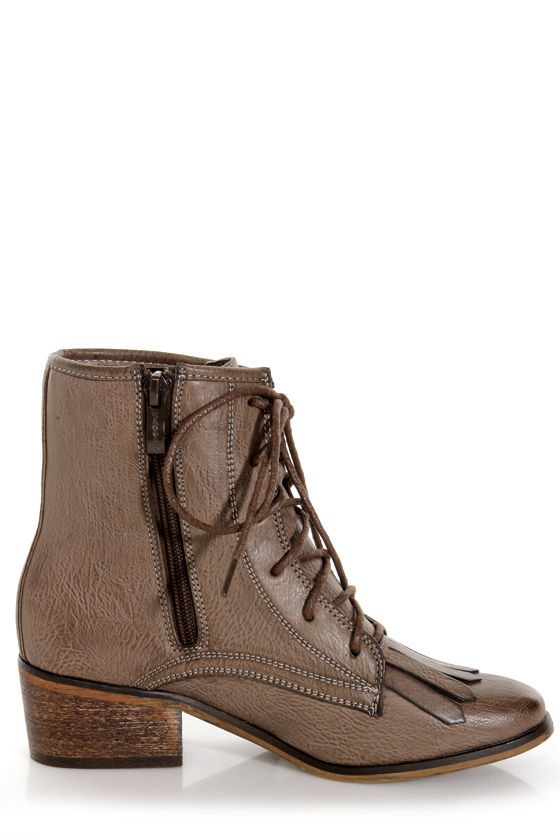 Pisa 25 Brown Kiltie Lace-Up Ankle Boots at Lulus.com!