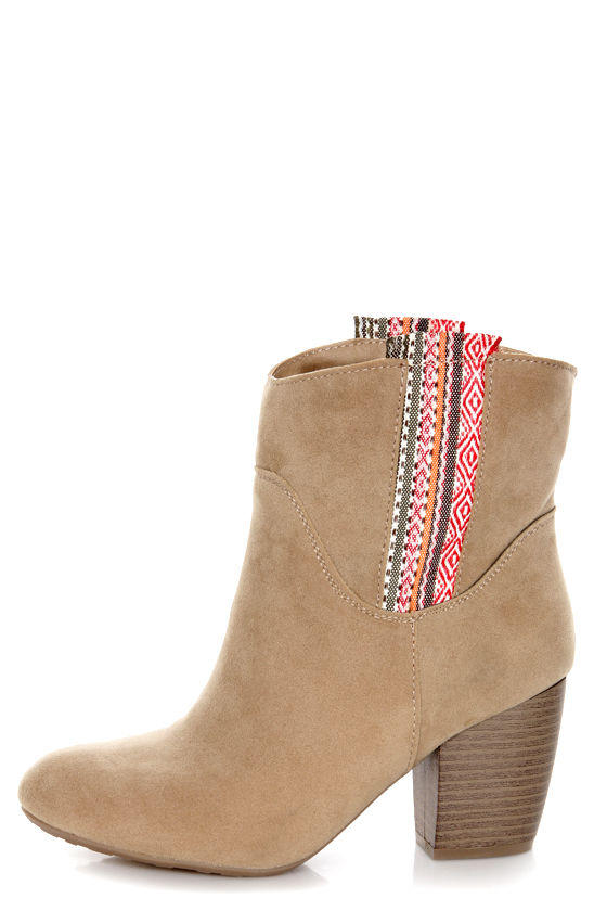 Pink & Pepper Mantle Light Natural & Tribal Print Ankle Boots at Lulus.com!