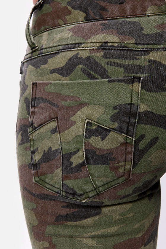 Tripp NYC Mini Camo Print Skinny Pants at Lulus.com!
