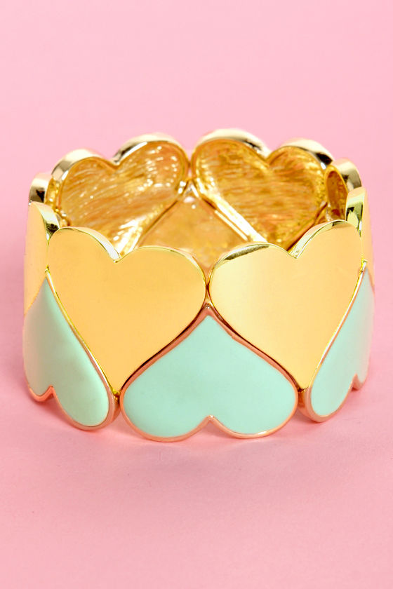Greeting Cardio Mint and Gold Heart Bracelet at Lulus.com!