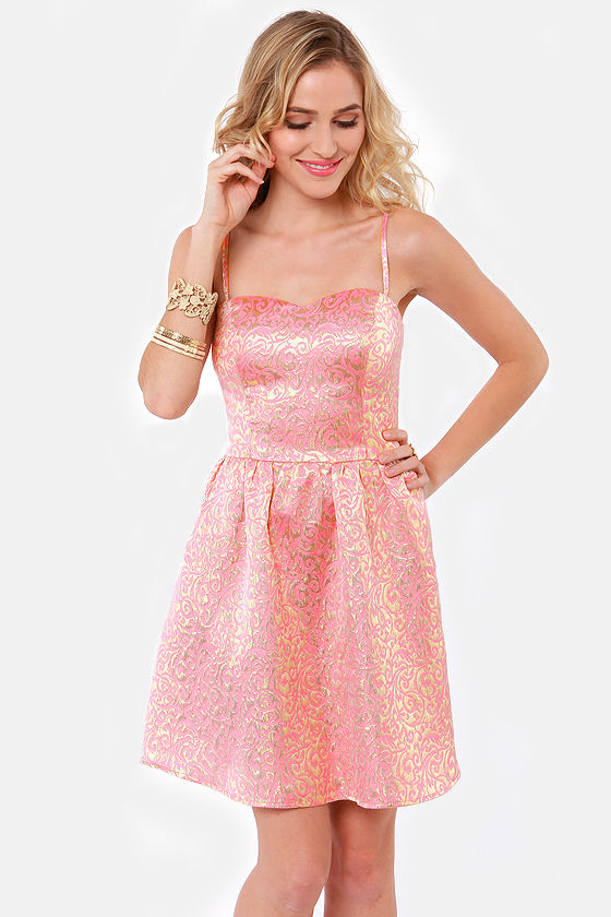 Pink is a great color to wear this summer. Dresses in pink are particularly eye-catching and you should definitely have at least one in your closet. The most important thing about wearing a pink dress is combining it with the right pair of shoes.