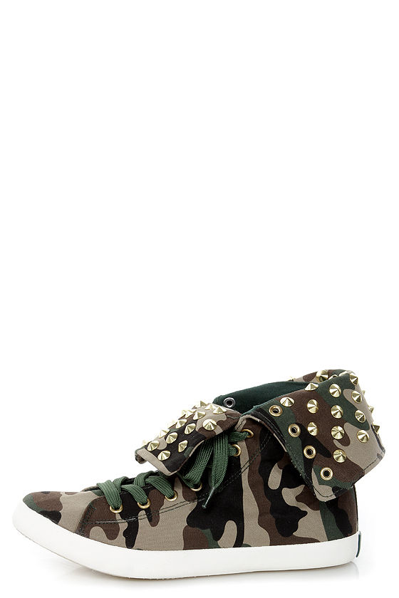 Cute to the Core Thrill Green Camo Studded Foldover Sneakers at Lulus.com!