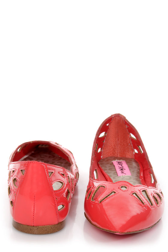 Betsey Johnson Emmi Coral Patent Cutout Pointed Toe Flats at Lulus.com!