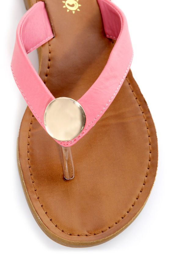 Kendal 01 Coral and Gold Thong Sandals at Lulus.com!