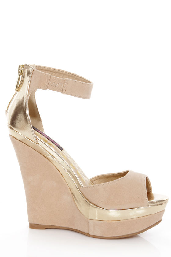 Dollhouse Lively Natural Beige and Gold Platform Wedges at Lulus.com!