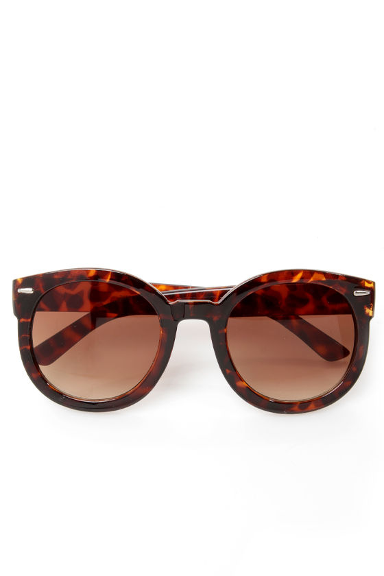 24-Seventies Tortoise Sunglasses at Lulus.com!