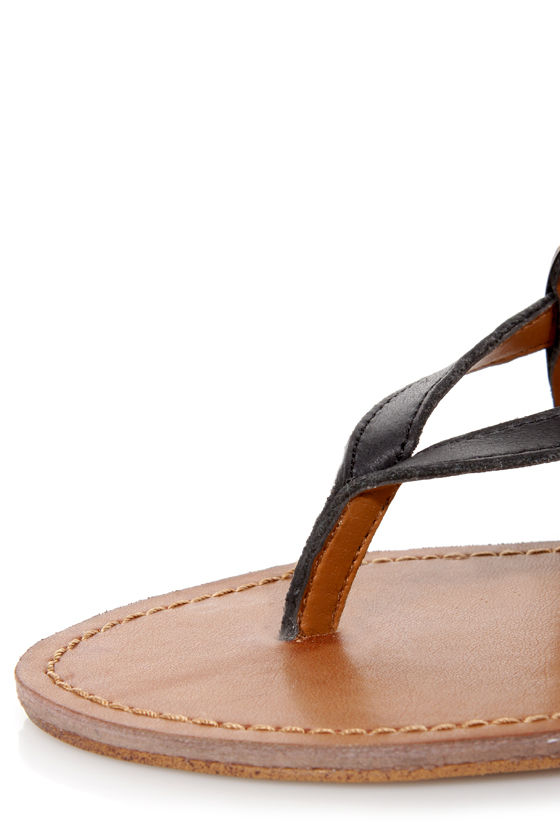 Steve Madden Cufff Black and Gold Paneled Thong Sandals at Lulus.com!