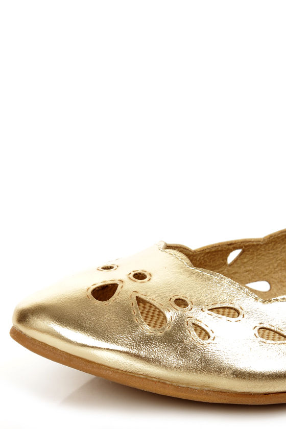 Rocket Dog Carey Gold Metallic Scalloped Cutout Flats at Lulus.com!