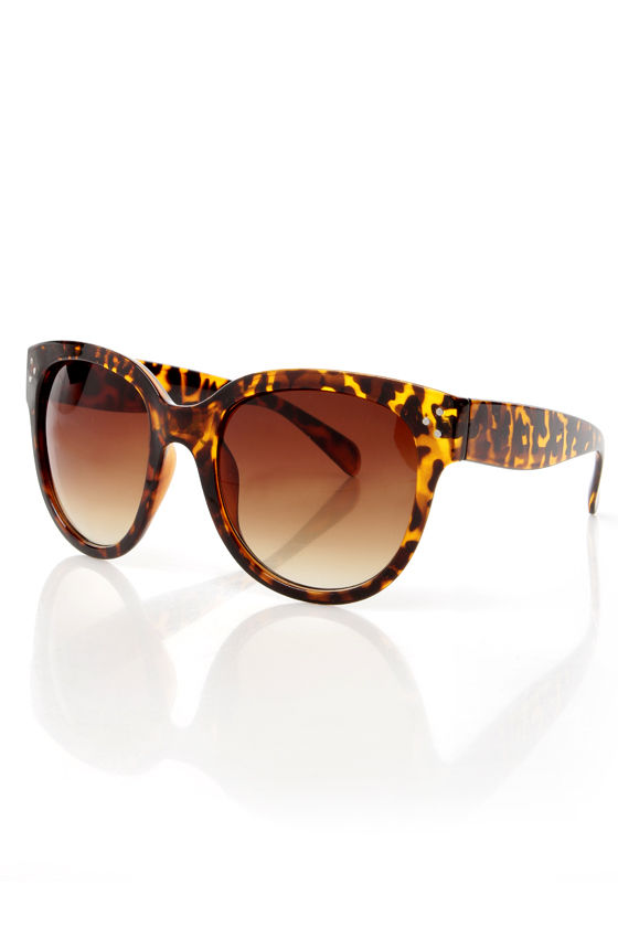 In Sun Respects Tortoise Sunglasses at Lulus.com!