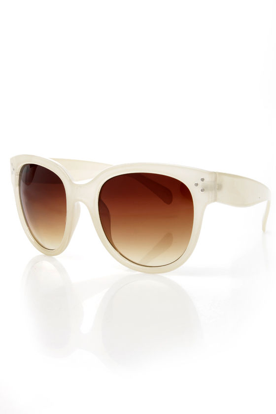 In Sun Respects Ivory Sunglasses at Lulus.com!