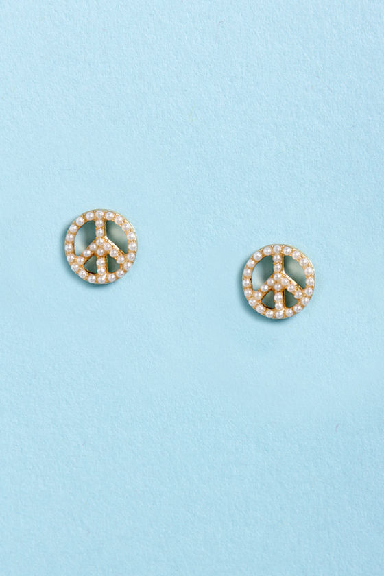 Keep the Peace Pearl Earrings at Lulus.com!