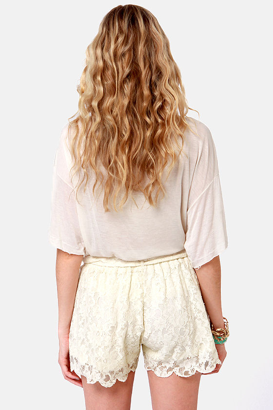 Side of Scallops Cream Lace Shorts at Lulus.com!