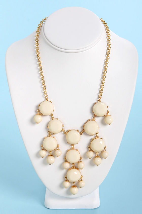 Creme de la Gem Statement Necklace at Lulus.com!