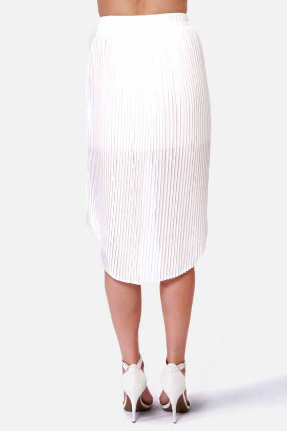 If That Don't Pleat All! Pleated White Tulip Skirt at Lulus.com!