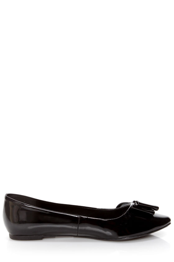 City Classified Doran Black Patent Side Bow Pointed Flats at Lulus.com!
