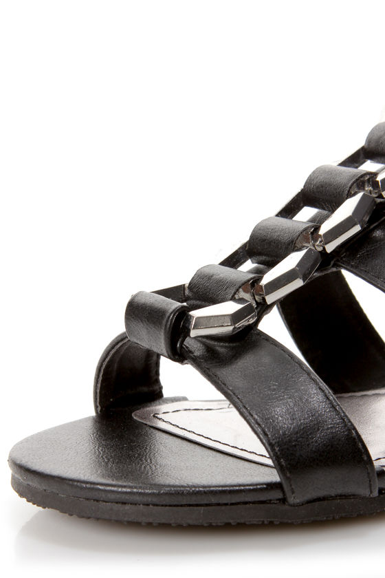 Bamboo Fenchel 13 Black Chain T-Strap Sandals at Lulus.com!