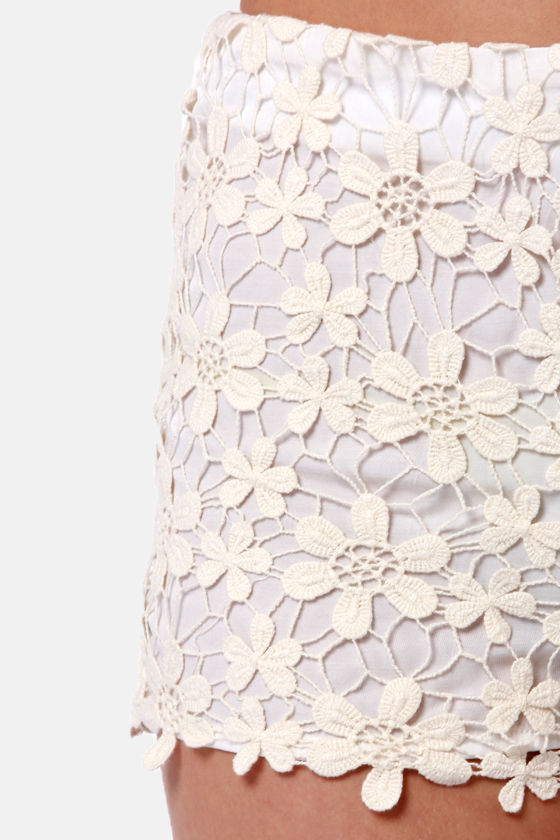 Black Sheep Dahlia Cream Lace Shorts at Lulus.com!