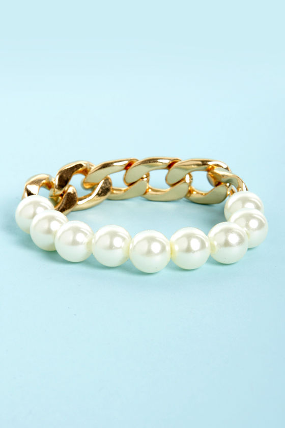 Pearl Friday Gold Chain and Pearl Bracelet at Lulus.com!
