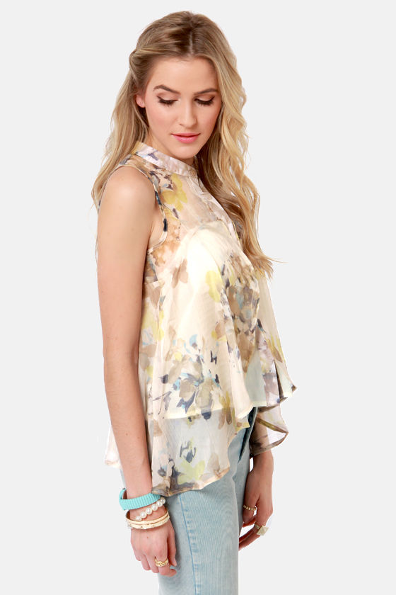 Costa Blanca Bread and Butterflies Beige Floral Print Top at Lulus.com!